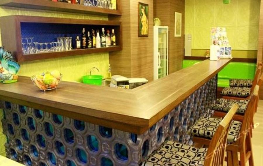 Good Nice Hotel Phuket (普吉岛好好酒店)