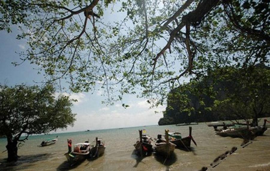 甲米莱利海滩日出热带度假村