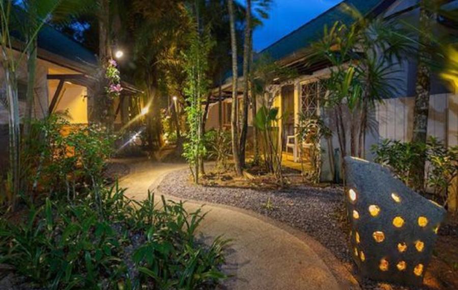 Bangtao Kanita House Phuket (普吉岛邦道卡尼塔之家酒店)