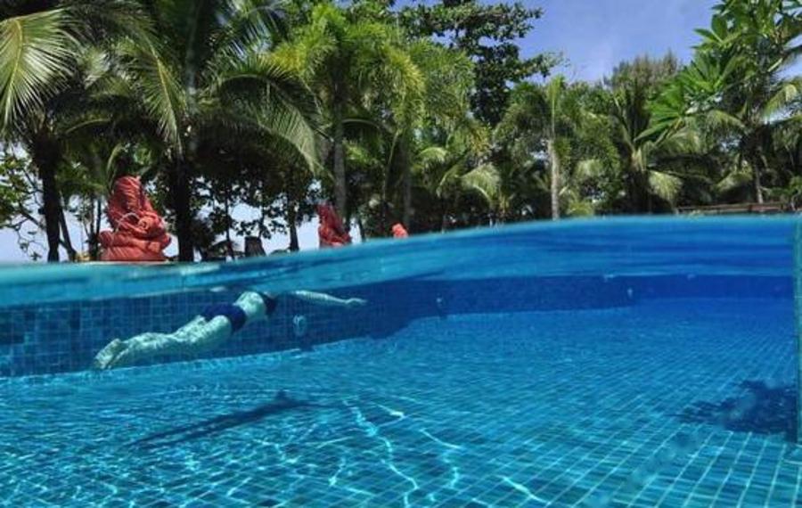 普吉岛安达曼白色海滩度假酒店