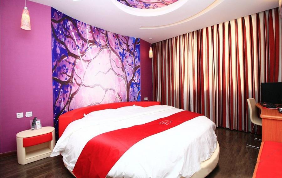 Kata Hi View Resort(卡塔喜景度假村)                又名:Kata Hiview Resort(卡塔高景度假酒店)